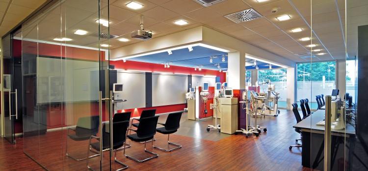 Umgestaltung eines Showrooms für medizinische Geräte bei GE Healthcare in einem Bürohaus in Freiburg – Haid