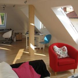 Energetische Dachsanierung mit neuen Dachfenstern und neuem Bad in einem Wohnhaus in Freiburg – Stühlinger