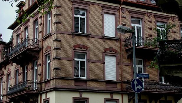 Umbau einer Dachgeschoßwohnung in einem Wohnhaus in Freiburg – Wiehre