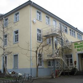 """Umbau eines Gewerbegebäudes zu einem """"Back Pack Hostel"""" in Freiburg"""